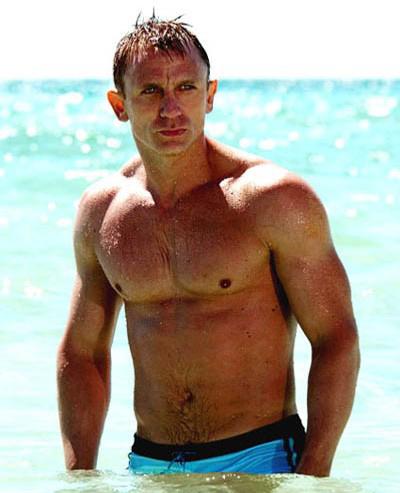 James bond Daniel Craig body muscle casino royale